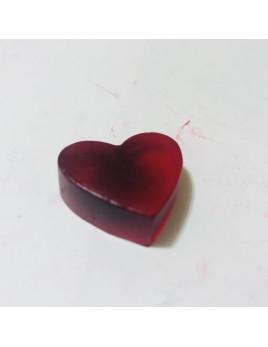 Jabón de glicerina, con aroma a aloe vera y forma de corazón. Disponible en varios colores.