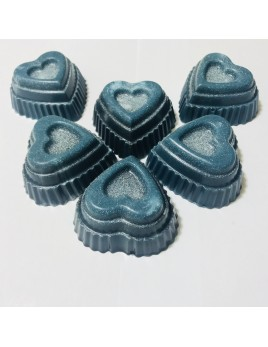 Jabón con forma de corazón escalonado. Fabricado con glicerina y aroma a aloe vera. Disponible en varios colores.