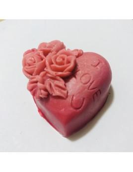 Jabón fabricado con glicerina y aromas a aloe vera. En color rosa.